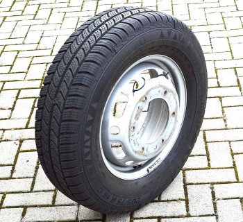 Conti Vanco Winter 2 205/75/R16C auf Felge Sprinter 519
