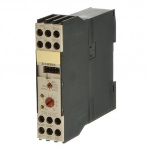 Siemens 7PU4320-2BJ20 Zeitrelais AC110/UC24V